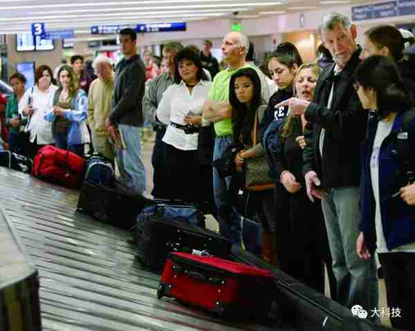 坐飞机时如何第一个拿到托运行李