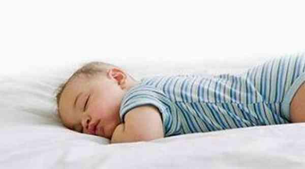 宝宝晚上睡觉磨牙图片 - 1