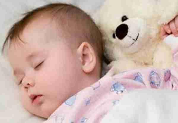 宝宝晚上睡觉磨牙图片 - 3