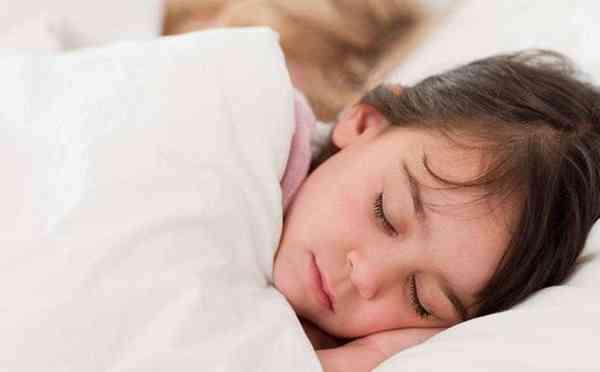 宝宝晚上睡觉磨牙图片 - 2